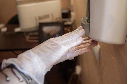 Los CDC alerta del aumento de prácticas peligrosas para evitar el contagio de coronavirus en EEUU