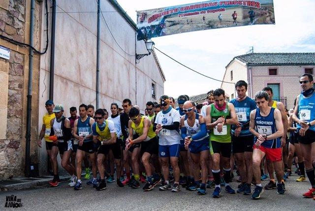 Foto de la salida de la carrera de Muñoveros, una de las pruebas del Circuito de Carreras Pedestres de la Diputación de Segovia.