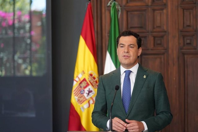 El presidente de la Junta de Andalucía, Juanma Moreno, comparece desde el Palacio de San Telmo tras participar en la décimo tercera videoconferencia de Pedro Sánchez con los presidentes autonómicos para abordar la crisis del coronavirus Covid-19