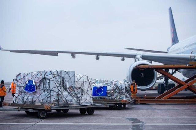 Llegada del primer puente aéreo humanitario de la UE a Kinshasa