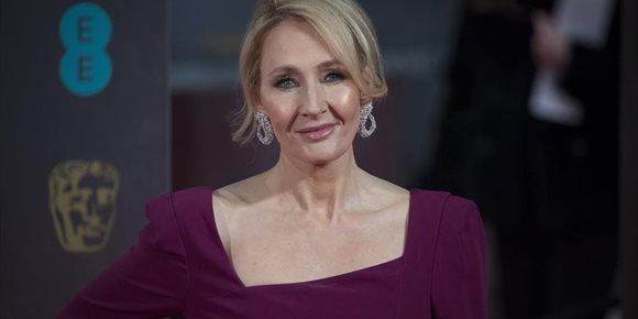 1. Una actriz de Harry Potter responde a los tuits de J.K. Rowling sobre mujeres transgénero