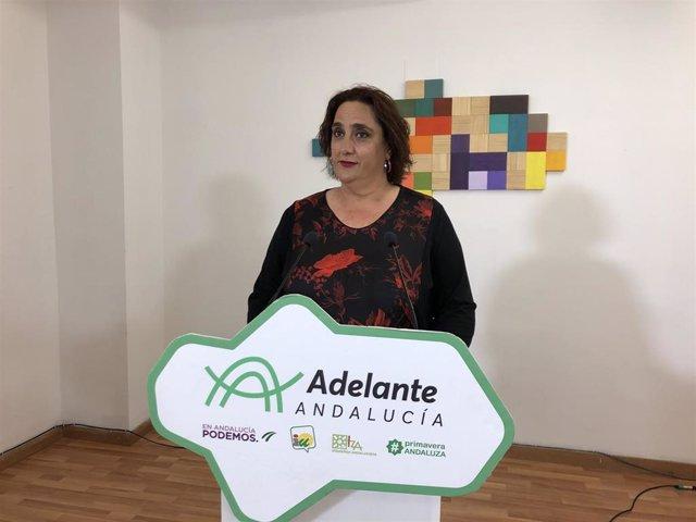 La portavoz adjunta de Adelante Andalucía, Ángela Aguilera, en una rueda de prensa (Foto de archivo).