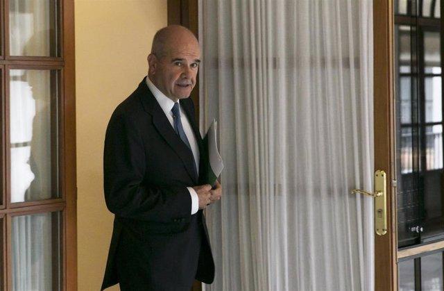 Manuel Chaves a su salida de la comisión de la Faffe