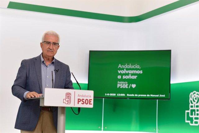 El portavoz adjunto del PSOE-A Manuel Jiménez Barrios, en rueda de prensa, en una foto de archivo.