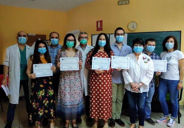 Entrega de diplomas de cinco médicos residentes en Linares.