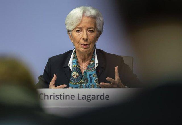 UE.- La banca de la zona euro cerró 6.304 oficinas en 2019 y redujo su plantilla