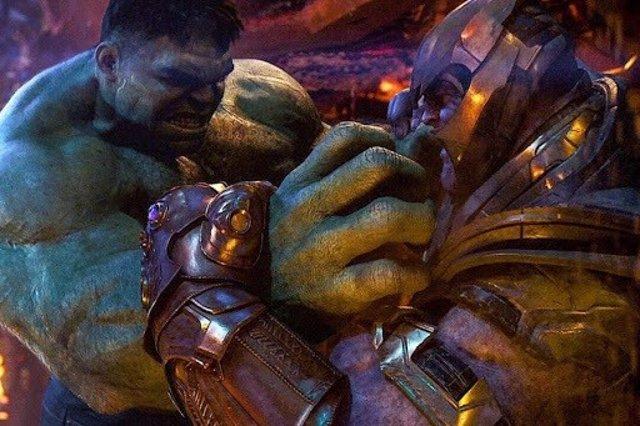 Hulk vs Thanos en Vengadores de Marvel