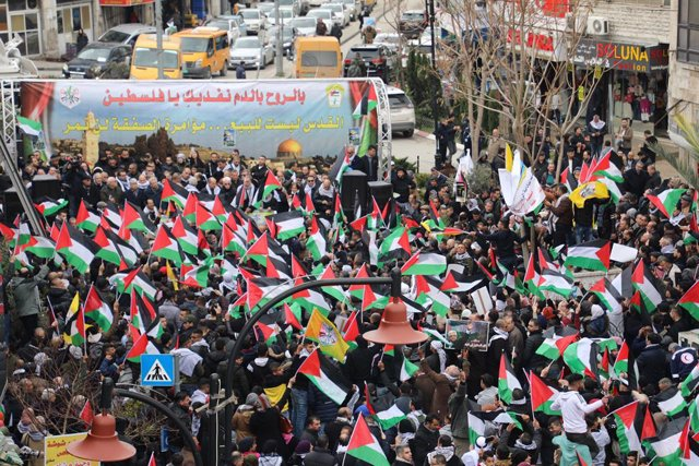O.Próximo.- Miles de palestinos protestan en Ramala contra el plan de Israel par