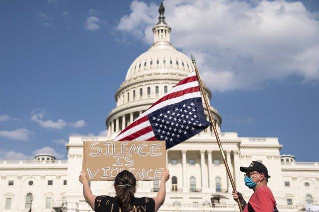 EEUU.- Los demócratas presentan un proyecto de ley para acabar con la brutalidad