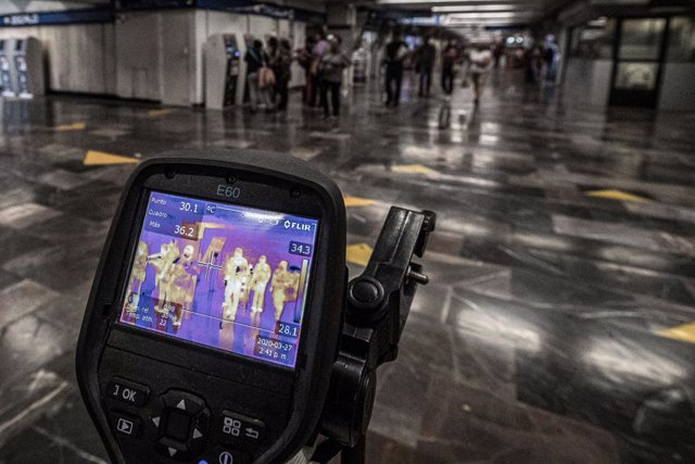 Coronavirus.- El metro de Ciudad de México pide silencio para evitar gotículas y
