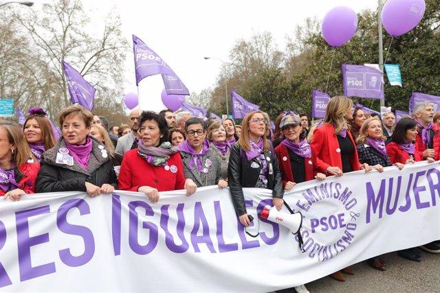 Cabecera de la manifestación del pasado 8M, con varios miembros del Gobierno