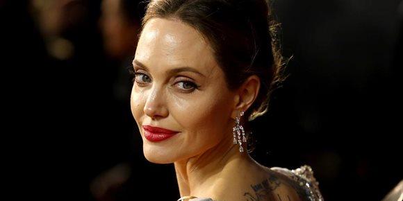 10. Angelina Jolie recuerda su historia de amor truncada con Brad Pritt