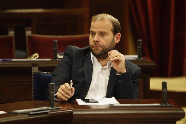 El consejero de Medio Ambiente y Territorio, Miquel Mir Gual durante la sesión en el Parlamento Balear con la ausencia de la presidencia del Govern y con la intervención de nuevos consellers, en Palma de Mallorca (España), a 24 de septiembre de 2019.