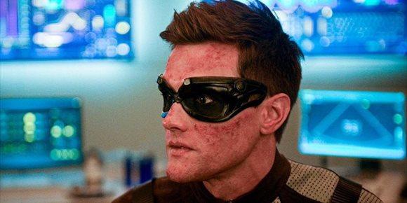 1. El actor de The Flash Hartley Sawyer, despedido por tuits racistas, misóginos y homófobos