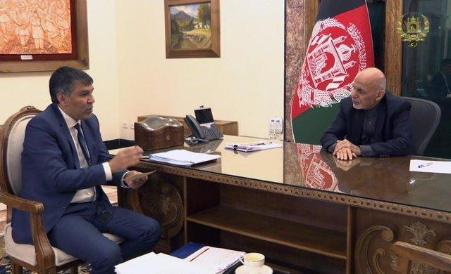 Ashraf Ghani con su ministro del Interior