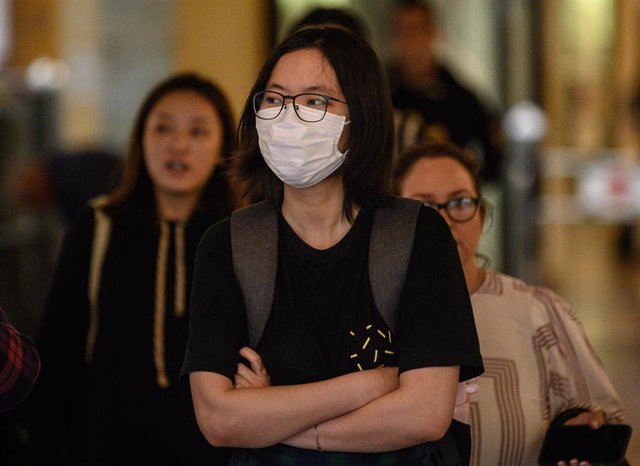 A woman wearing a protective face mask seen in Sydney, Wednesday, March 4, 2020.  (AAP Image/James Gourley) NO ARCHIVING