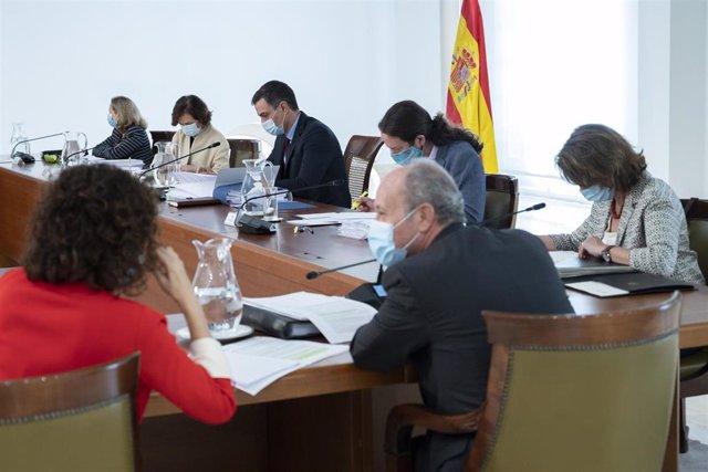 El presidente del Gobierno, Pedro Sánchez, preside la reunión del Consejo de Ministros de este martes 9 de junio de 2020