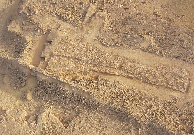 Apecto desde el aire del monumento triangular descubierto en un oasis de Arabia Saudí