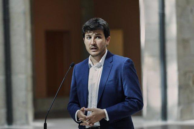 El portavoz de Más Madrid en la Asamblea de Madrid, Pablo Gómez Perpinyà, se dirige a los medios tras su reunión con la presidenta de la Comunidad de Madrid, Isabel Díaz Ayuso.