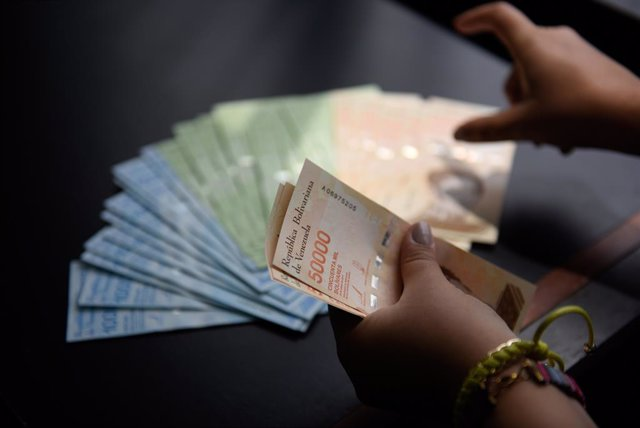 Venezuela.- La Asamblea Nacional cifra en más de un 400% la inflación acumulada