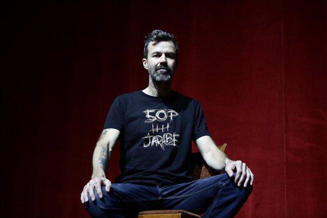 Fallece Pau Donés, vocalista de Jarabe de Palo, a los 53 años tras una larga lucha contra en cáncer.