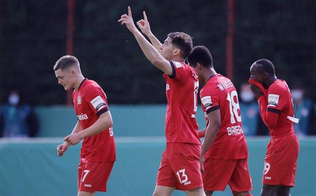 Lucas Alario celebra un gol con el Bayer Leverkusen