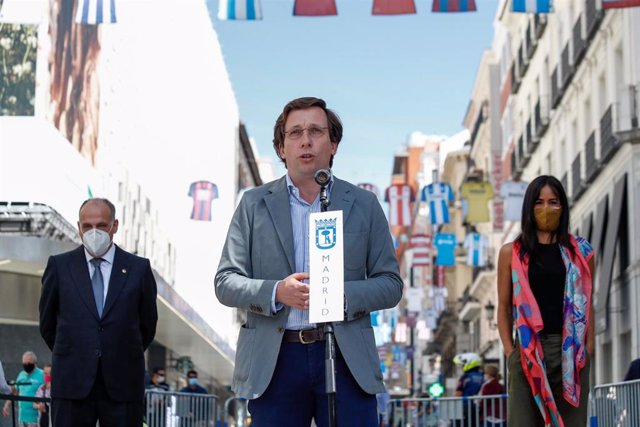 Javier Tebas, President of LaLiga, Jose Luis Martinez-Almeida, Mayor of Madrid, and Begona Villacis, Vice-Mayor of Madrid, are seen during an event celebrated on Calle Preciados in Madrid in which the City Council supports the restart of the remaining mat