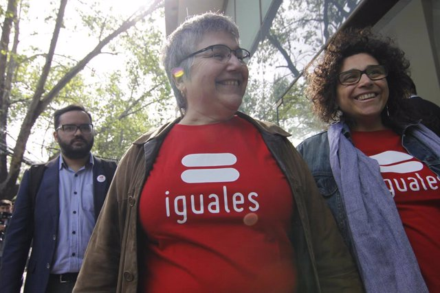 Chile.- Un tribunal chileno ordena inscribir a un niño como hijo de dos mujeres