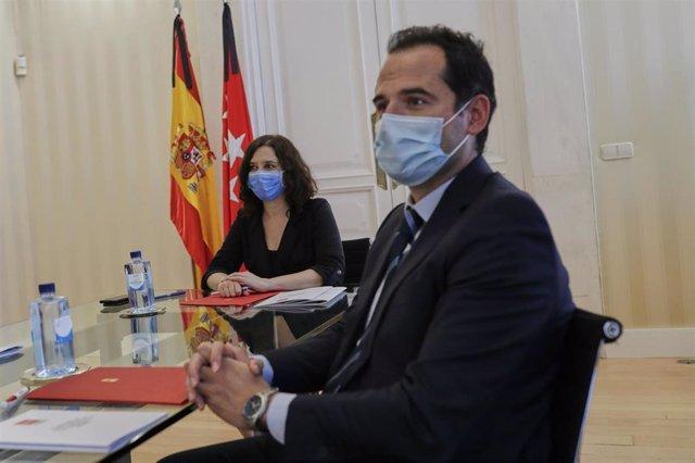 Imagen de recurso de la presidenta de la Comunidad de Madrid, Isabel Díaz Ayuso (3i) y el vicepresidente de la Comunidad de Madrid, Ignacio Aguado (2d).