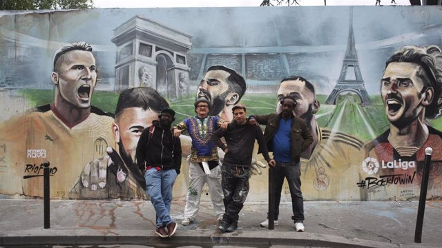 Fútbol.- LaLiga celebra la vuelta del fútbol con arte urbano en los cinco contin