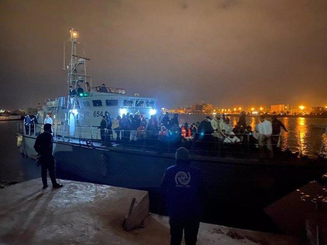 Libia.- La Guardia Costera de Libia intercepta en el Mediterráneo y traslada de