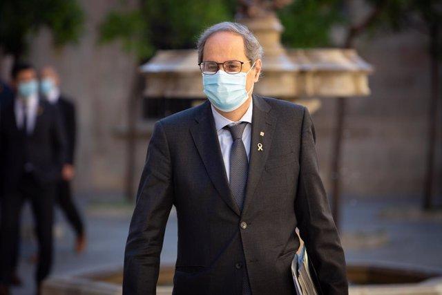 El president de la Generalitat, Quim Torra, a la seva arribada al Palau de la Generalitat el segon dia de la Fase 2 a Catalunya per celebrar el primer Consell Executiu presencial després del confinament.