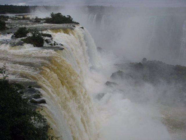 Coronavirus.- Brasil reabre al público las cataratas de Iguazú tras varias seman
