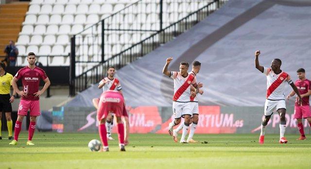El Rayo Vallecano vence al Albacete en el primer partido disputado en España tra