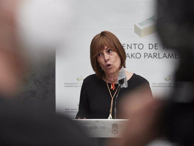 La portavoz de Geroa Bai, Uxue Barkos, durante una rueda de prensa en el Parlamento de Navarra.