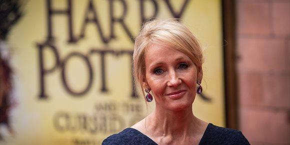 2. J.K. Rowling se defiende de las acusaciones de transfobia y confiesa que fue víctima de abusos y violencia de género