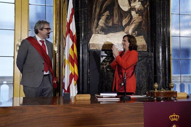 L'alcaldessa de Barcelona, Ada Colau, presideix la presa de possessió de Joan Ramon Riera com a regidor de l'Ajuntament pel PSC en lloc de la regidor Marga Marí-Klose.