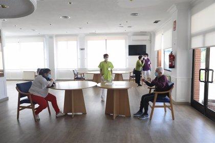 Cvirus.- Geriatras proponen aumentar ratios de personal en las residencias y un máximo de dos personas por habitación