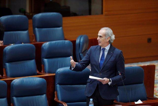 El consejero de Sanidad, Enrique Ruiz Escudero, durante su intervención en el pleno de la Asamblea de Madrid, en Madrid (España), a 28 de mayo de 2020.