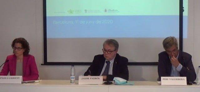 La presidenta del Coib, Paola Galbany, el presidente del Collegi de Metges de Barcelona (Comb), Jaume Padrós, y el presidente de la SCGC, Pere Vallribera.