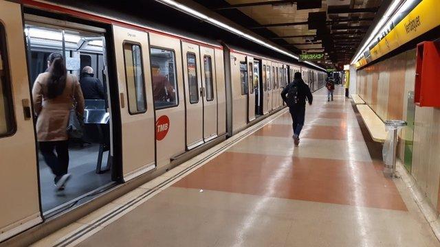 L'estació de metro Verdaguer el matí d'aquest dimecres amb un 61% menys de passatgers a la xarxa
