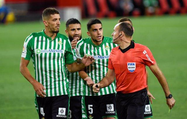 """Fútbol.- Bartra: """"No veo penalti por ningún lado"""""""