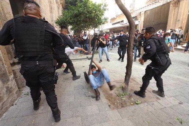Manifestación contra la violencia policial en la ciudad de Gudalajara por la muerte de Giovanni López, un obrero de 30 años, muerto tras ser detenido por la Policía.