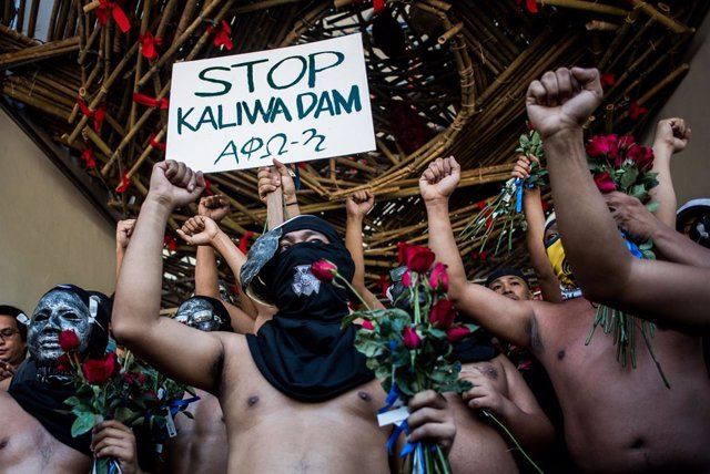 Filipinas.- Docenas de estudiantes protestan contra la ley antiterrorismo de Dut