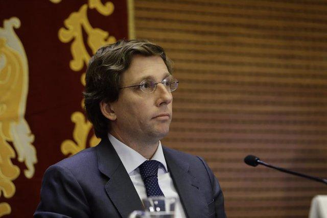 """Almeida critica que Podemos quiera """"desestabilizar a la Monarquía"""" con la """"cacer"""