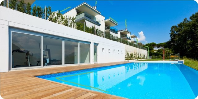 En los últimos tres meses se ha incrementado en Andalucía la búsqueda de casas con terraza en un 369%, con piscina comunitaria en un 289%, y con pista de pádel en un 202%.