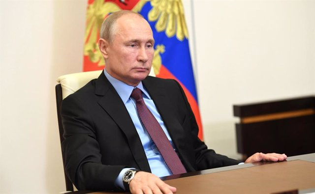 Rusia.- Putin reaparece en público por vez primera en más de un mes durante una