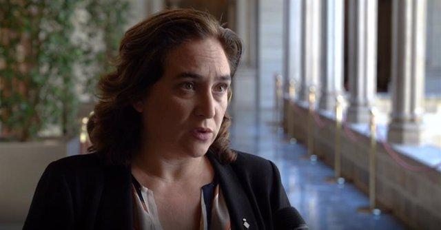 L'alcaldessa de Barcelona, Ada Colau, ha demanat aquest divendres a la Unió Europea que les ciutats tinguin accés als Fons per a la recuperació econòmica per poder fer front a l'emergència social i a la transició ecològica.