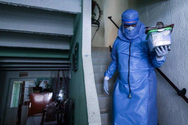 Coronavirus.- Bogotá prevé decretar la alerta naranja si la ocupación en la UCI
