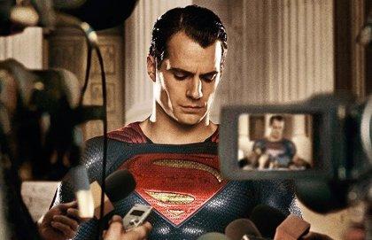 ¿Ha perdido Warner la fe en el Superman de Henry Cavill?